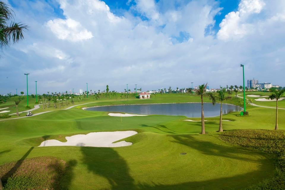 Sân golf Long Biên Golf Course cách Chung cư CT15 Việt Hưng 2km