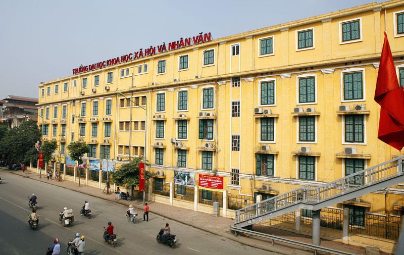 Đối diện Golden Land là 2 trường Đại học danh tiếng