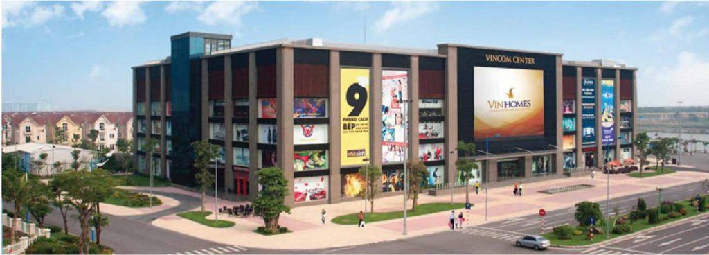 Cách Chung cư Ruby City CT3 chỉ 1 km là Vincom Center Long Biên