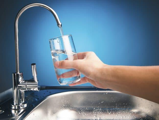 Nước sạch sau khi xử lý có thể uống tại vòi