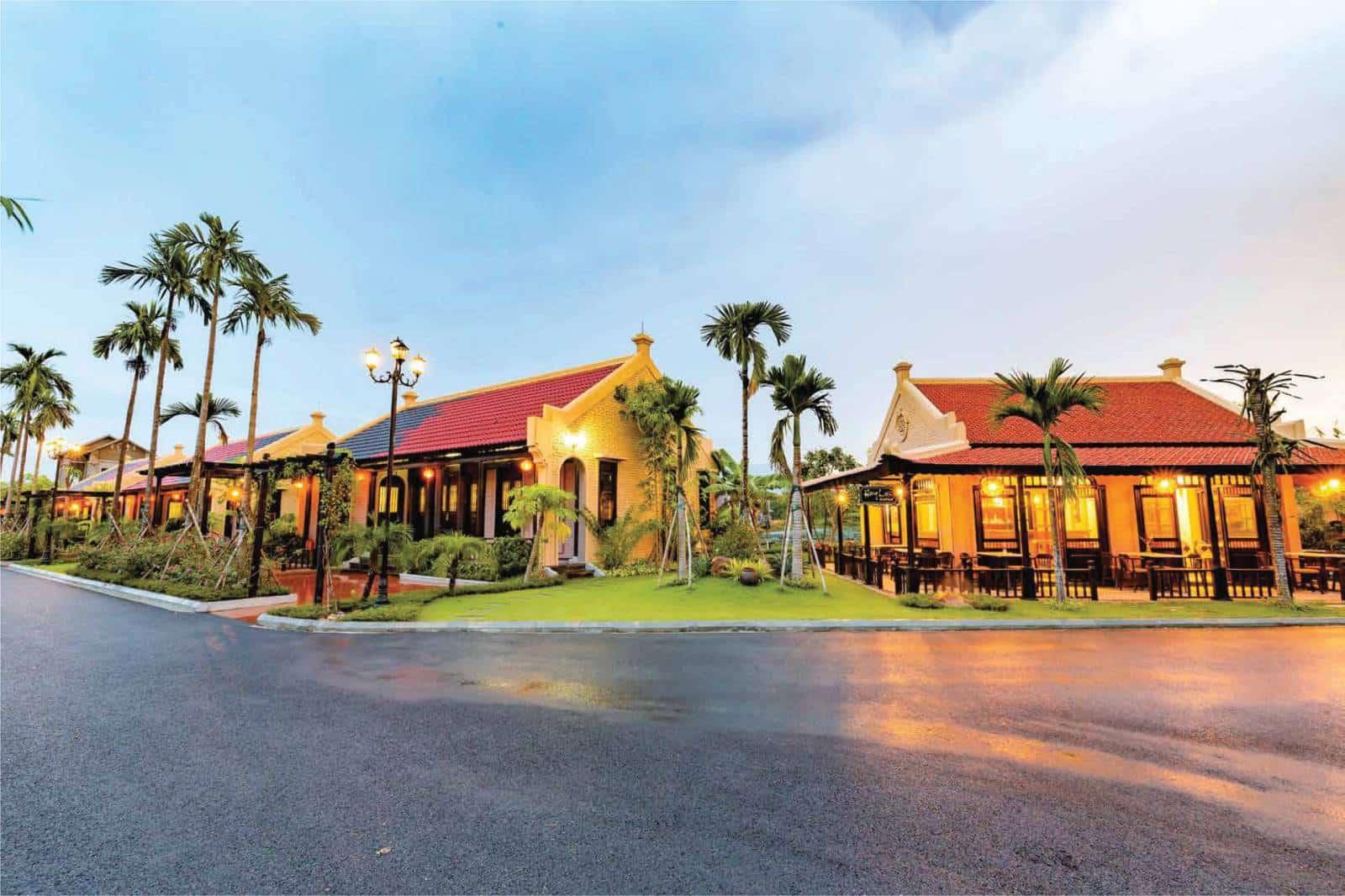 Ảnh thực tế Biệt thự Hồng Liên Vườn Vua Phú Thọ lúc hoàng hôn xinh đẹp