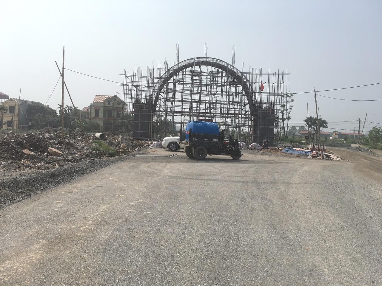 Thi công cổng chào Welcome to Hung Hoa City