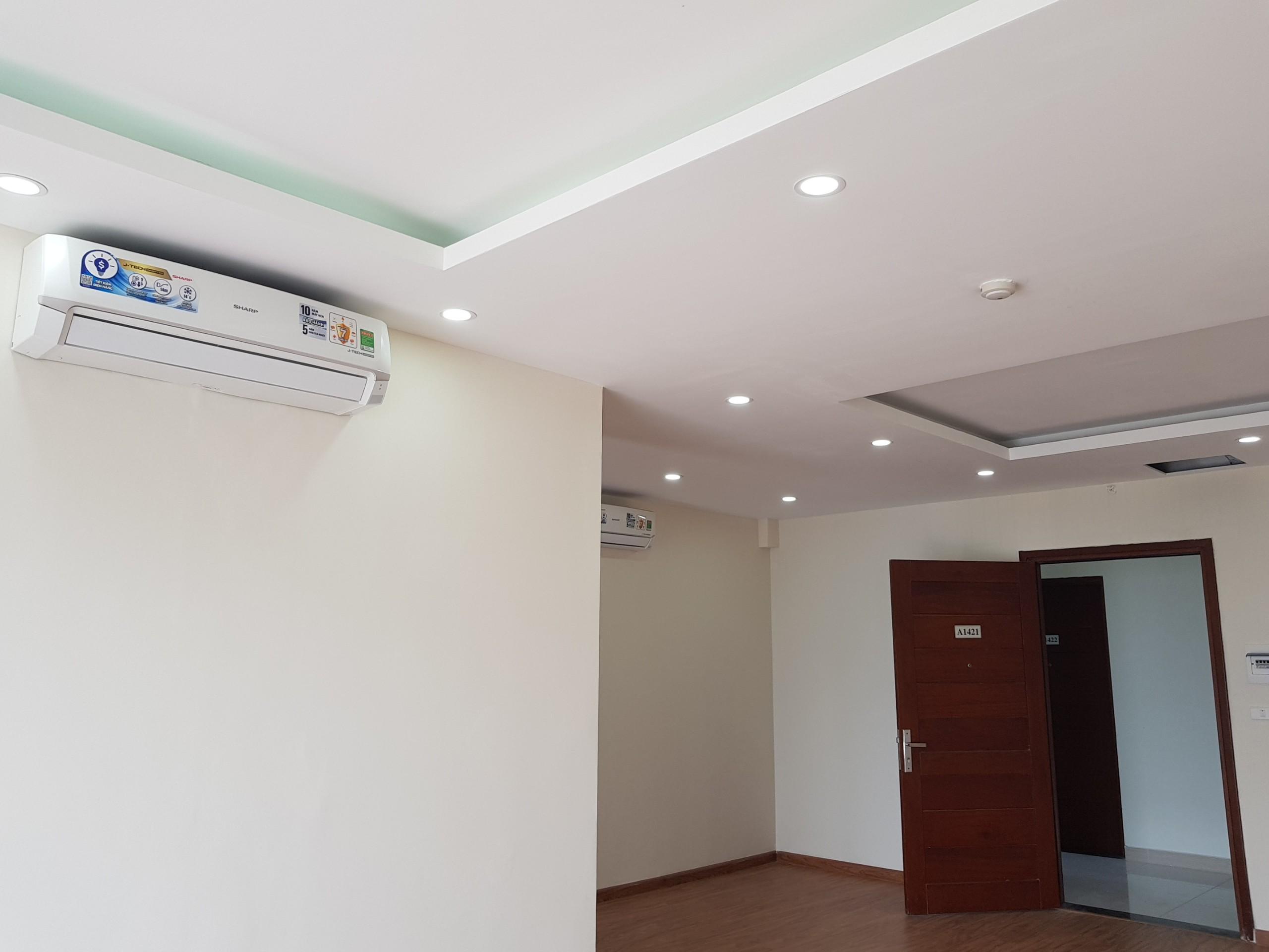 Sàn gỗ, trần thạch cao, đèn lead, hệ thống cửa, điều hòa,...căn hộ Epic Home