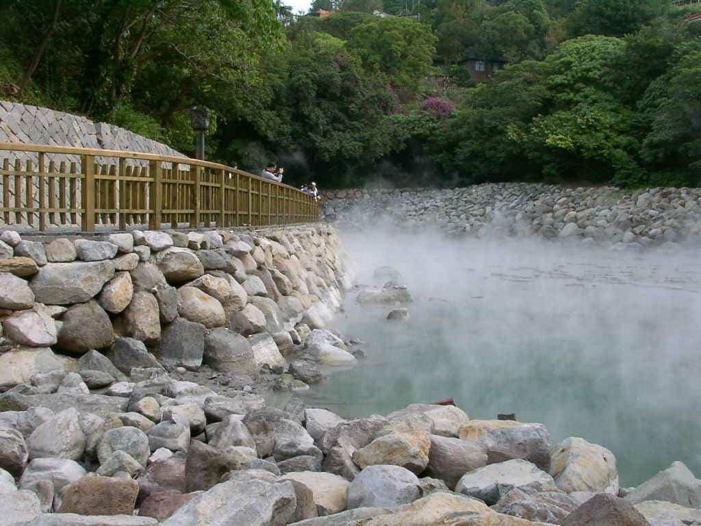 Tài nguyên suối khoáng nóng tự nhiên