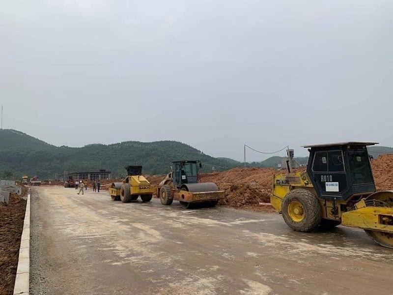 Thi công đường giao thông bên trong dự án