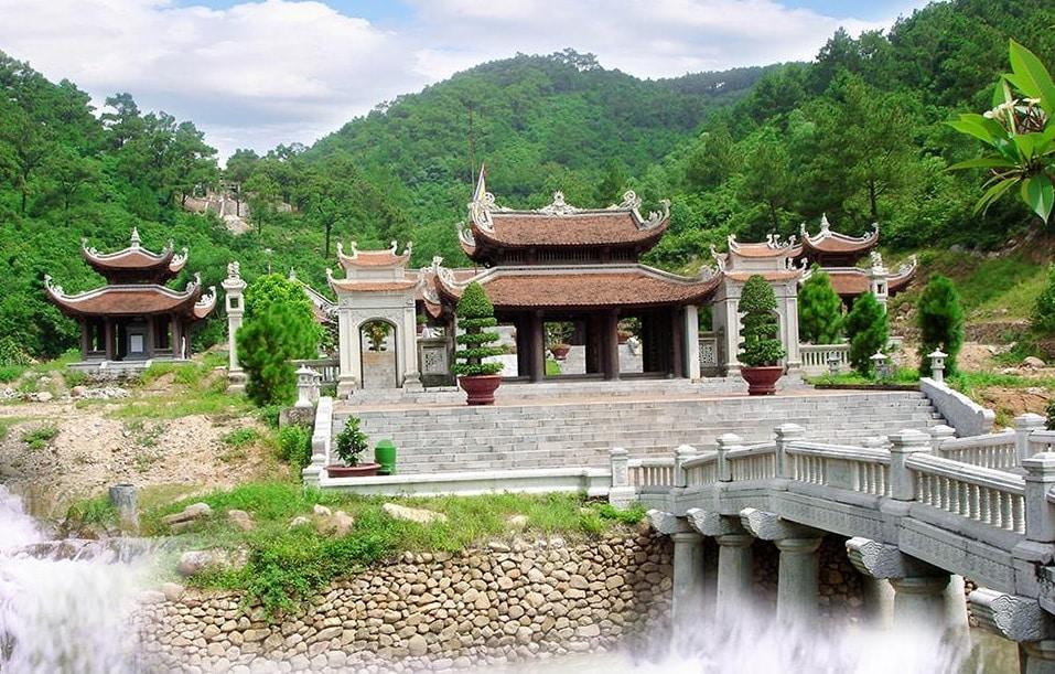 Khu di tích Quốc gia Đặc biệt Côn Sơn - Kiếp Bạc dọc QL 37